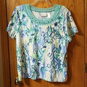 Alfred Dunner top with lace neckline blouse shirt